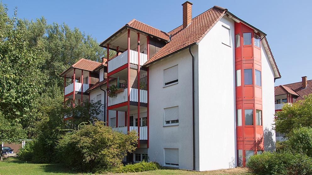 Mehrfamilienhaus mit drei Stockwerken